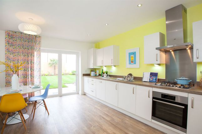Thumbnail Terraced house for sale in Oakleigh Grove, Oakleigh Rd North, Whetstone, London