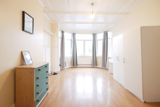 Thumbnail Flat to rent in Green Lanes, Palmers Green