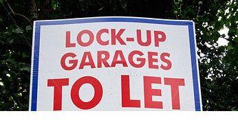 Parking/garage to rent in Church Garth, Holloway London