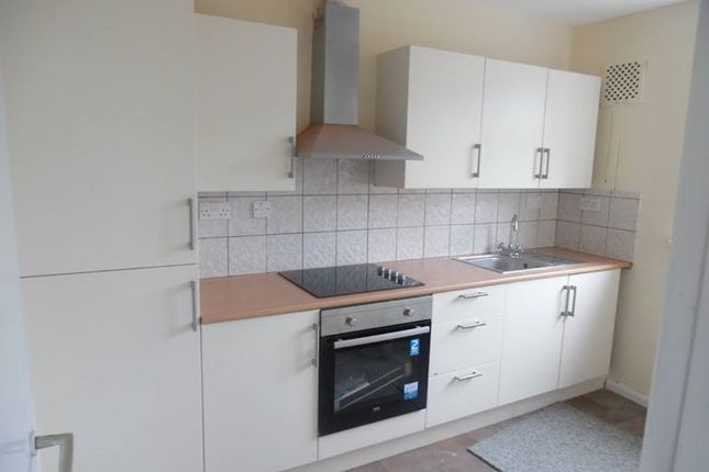 Thumbnail Flat to rent in Chairborough Road, High Wycombe