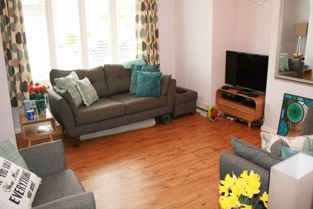 Thumbnail Property to rent in Ingram Avenue, Aylesbury