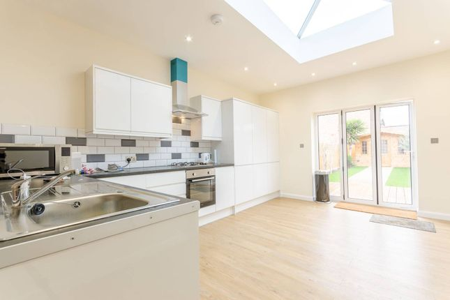 Thumbnail Property to rent in Worcester Road, Walthamstow, London