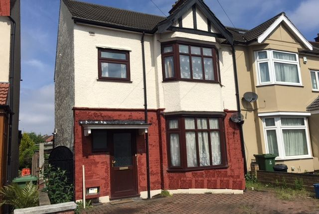 Thumbnail Terraced house to rent in Ilford, Essex