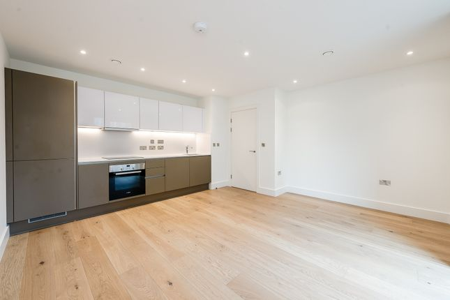 2 bed flat to rent in Exhibition, Way, London