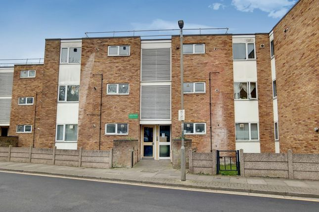 Thumbnail Flat for sale in Ashley Crescent, Battersea