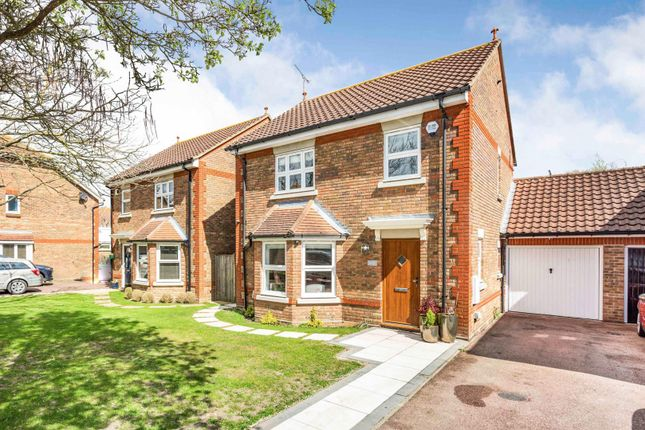 3 bed detached house for sale in Handleys Chase, Laindon, Basildon SS15