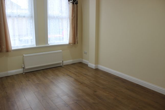 Thumbnail Flat to rent in Green Street, Forest Gate
