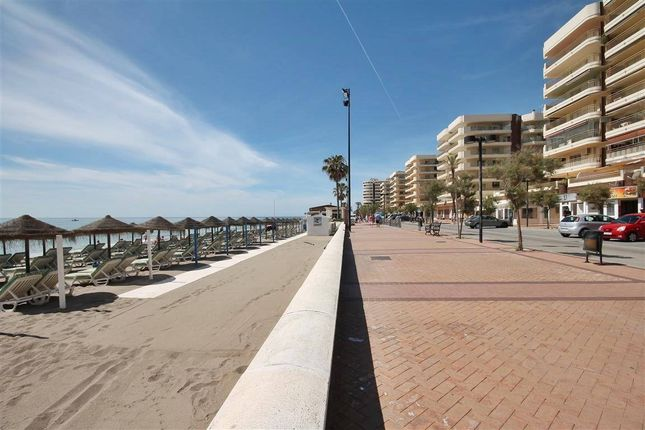 2 bed apartment for sale in Fuengirola, Málaga, Andalusia, Spain