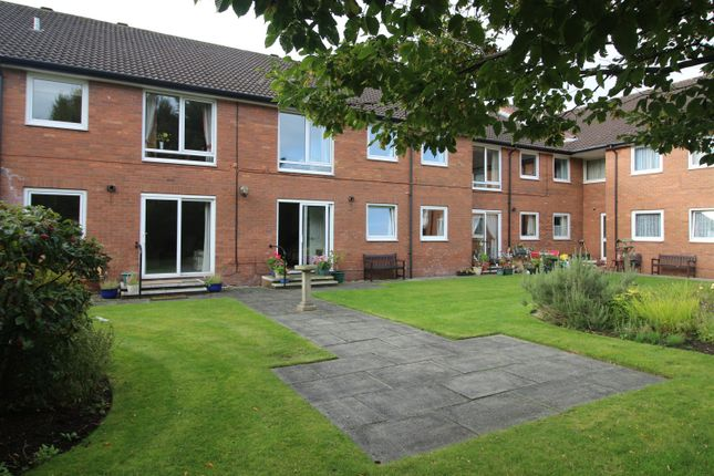 Thumbnail Flat for sale in Red Dale, Dale Avenue, Heswall, Wirral