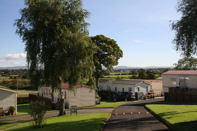 2 bed mobile/park home for sale in Cartford Lane, Little Eccleston, Preston PR3