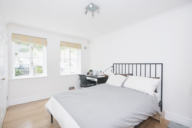 Bedroom of Sycamore Mews, London SW4