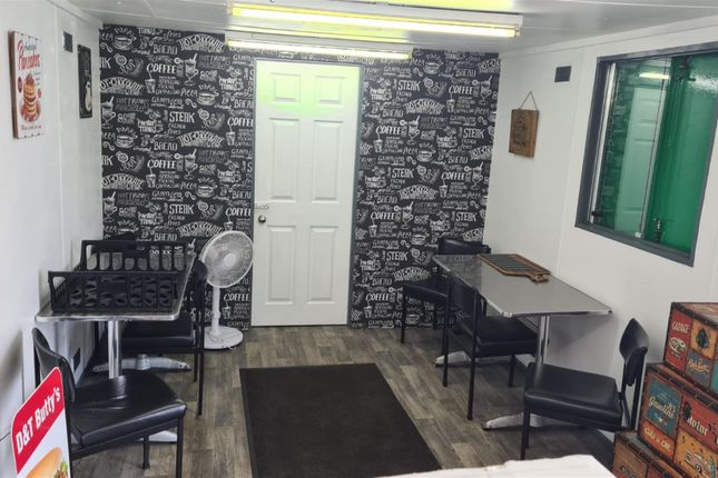 Thumbnail Restaurant/cafe for sale in Cafe & Sandwich Bars HD6, Off Armytage Road, West Yorkshire