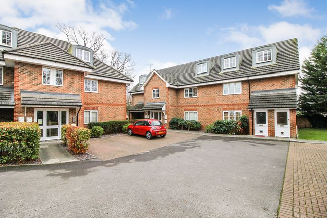 Thumbnail Flat for sale in Chapel Lane, Hazelwood Court, Farnborough, Hampshire
