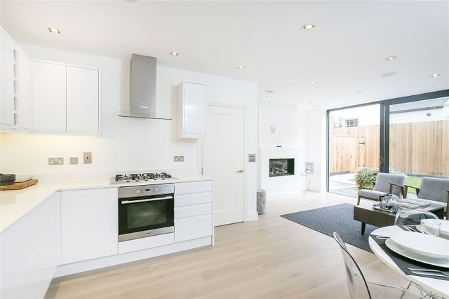 3 bed mews house for sale in Mayfair Mews, London SW12