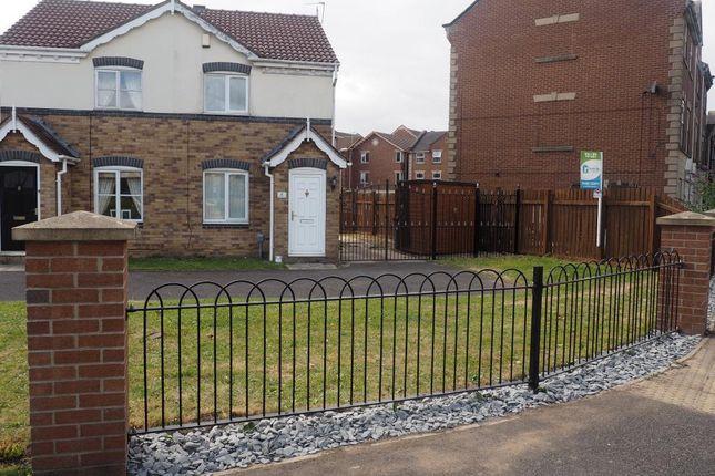 Thumbnail Semi-detached house to rent in Maldon Drive, Victoria Dock, Hull