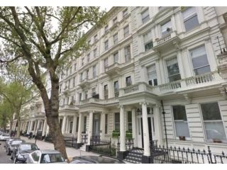 2 bed flat to rent in Queens Gate, South Kensington, London