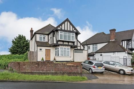 Thumbnail Detached house for sale in Great North Way, London