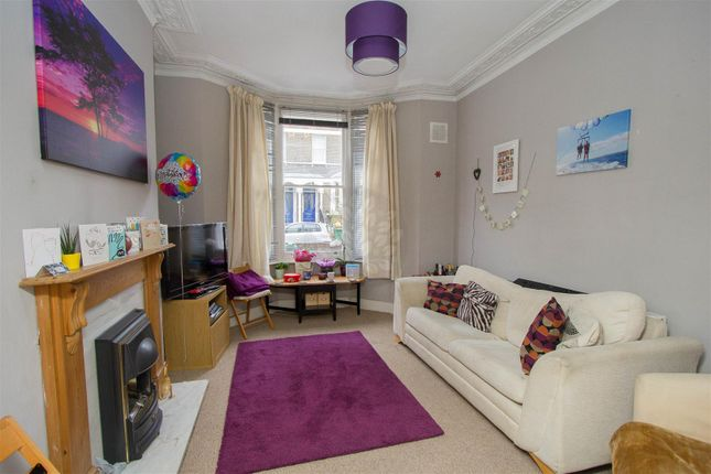 Flat to rent in Dunollie Road, London