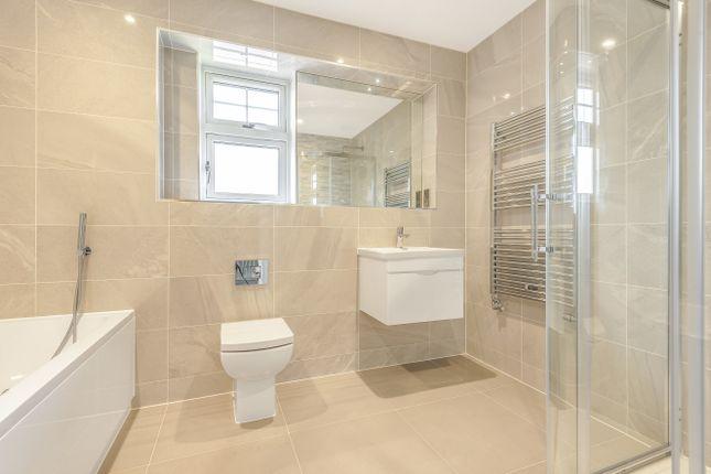 Family Bathroom of Coolhurst Close, Nuthurst Road, Monks Gate RH13