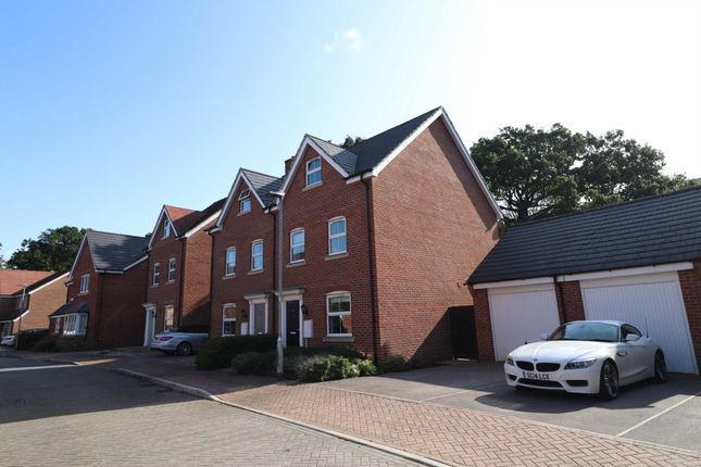 Thumbnail Semi-detached house to rent in Critcher Close, Bracknell