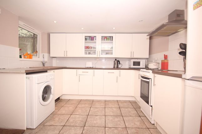 4 bed terraced house to rent in Wellington Street, Plymouth