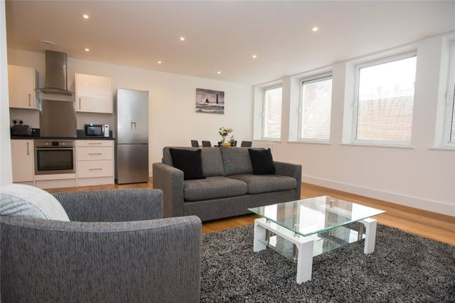 Thumbnail Flat to rent in Station Road, Reading, Berkshire