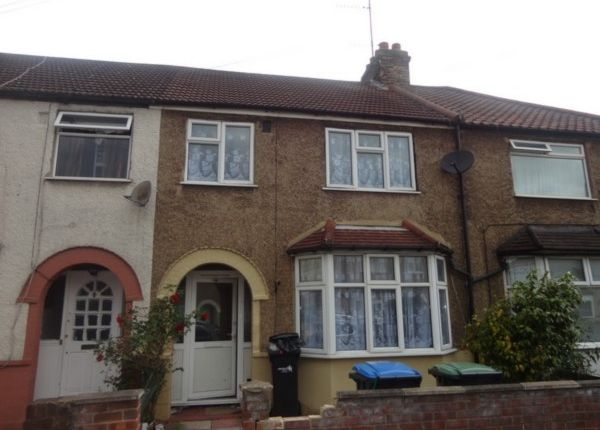 3 bed terraced house to rent in Devonshire Road, Edmonton