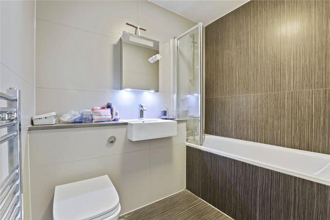 Bathroom of Benyamin House, 19 Greenwich High Road, London SE10