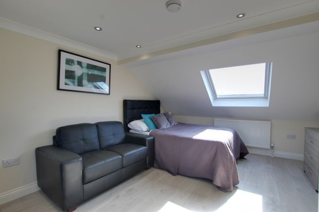 Room to rent in Uplands Road, Woodford Green IG8