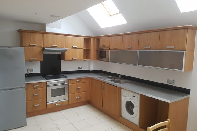 Thumbnail Town house to rent in Wellington Road, London