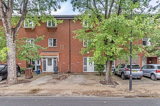 Thumbnail Property to rent in Fishers Lane, London