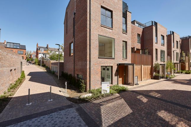 Thumbnail End terrace house for sale in Woodside Avenue, Muswell Hill