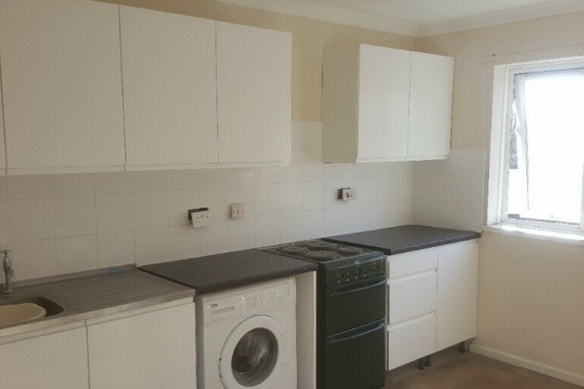 3 bed flat to rent in Girton Way, Ipswich, Suffolk IP2