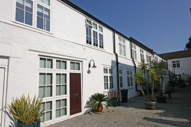 Thumbnail Flat to rent in Anchor Mews, London