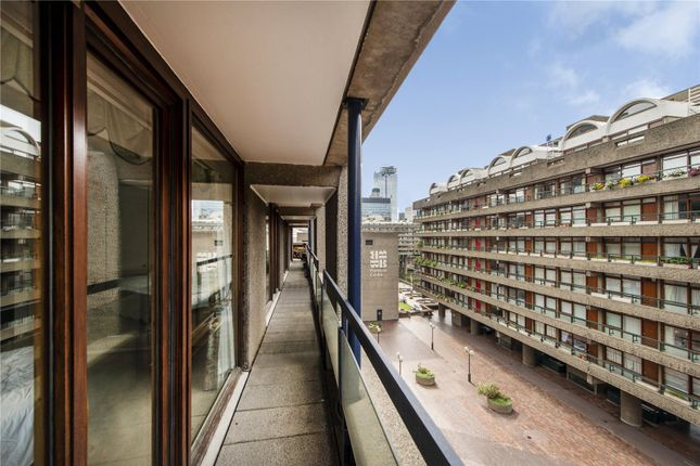 Picture No. 20 of Shakespeare Tower, Barbican, London EC2Y