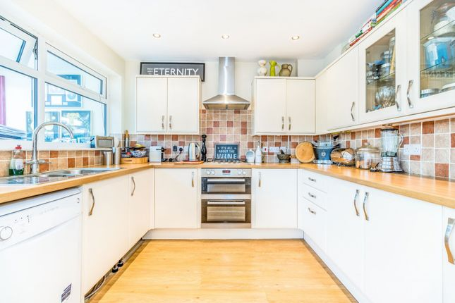 Thumbnail Property to rent in Glebelands, Claygate, Surrey