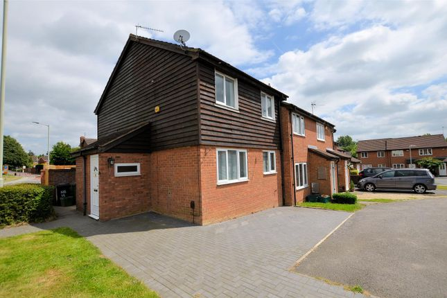 Thumbnail Property for sale in Fairlop Close, Calcot, Reading