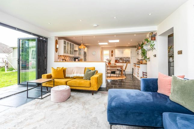 Thumbnail Detached house for sale in Horley Row, Horley