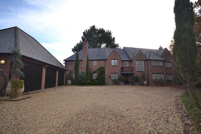 Thumbnail Detached house for sale in Matchams Close, Ringwood, Hants