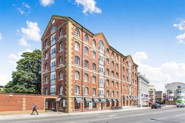 Thumbnail Flat for sale in Town Quay, Porters House, Southampton