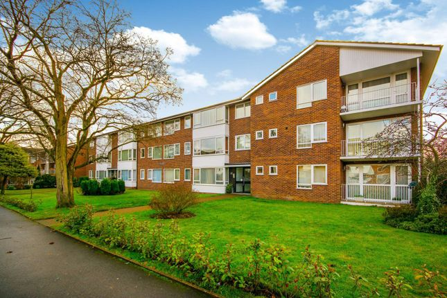 Thumbnail Flat to rent in Grange Road, Sutton