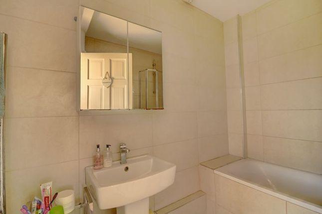 Bathroom of Woodhouse Road, London N12