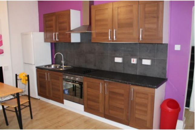 3 bed terraced house to rent in Midland Street, Hillhouse, Huddersfield