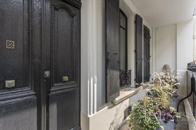 Thumbnail Property for sale in Paris 16th (Porte-Dauphine), 75016, France