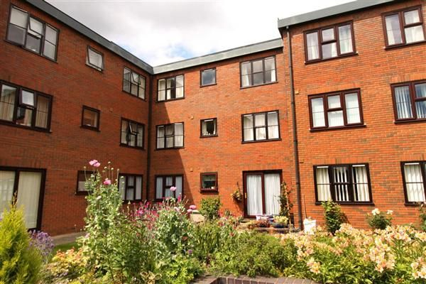 Thumbnail Flat for sale in Lincoln Gate, Lincoln Road, Peterborough