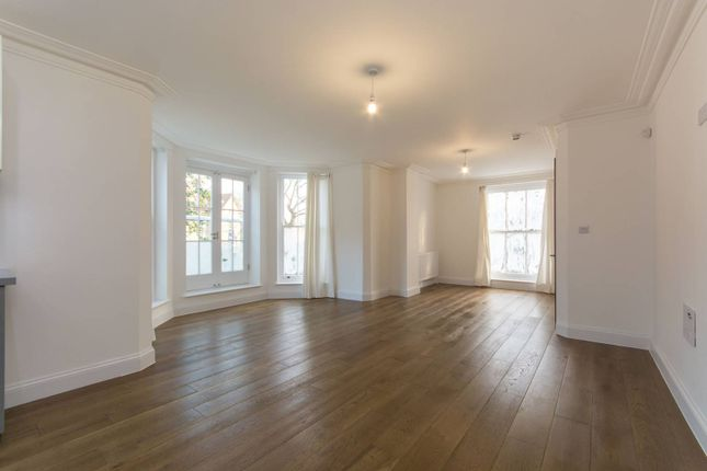 3 bed flat to rent in Fox Hill, Crystal Palace