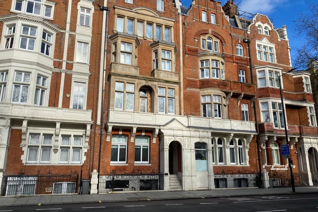 Thumbnail Flat for sale in St George's Fields, London