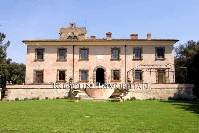 19 bed villa for sale in Florence, Tuscany, Italy