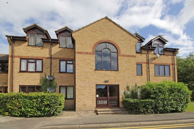 2 bed flat to rent in Cuttysark Court, Greenhithe