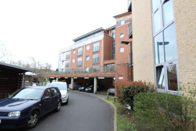 Thumbnail Detached house to rent in Windmill Road, Slough